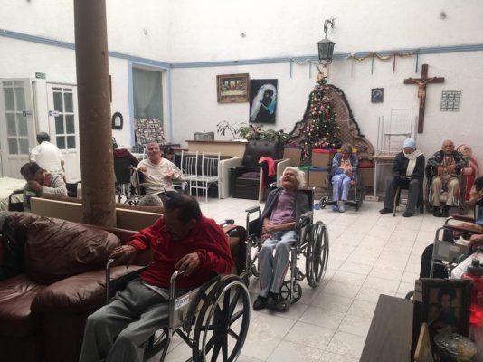Adultos mayores viven en completo abandono