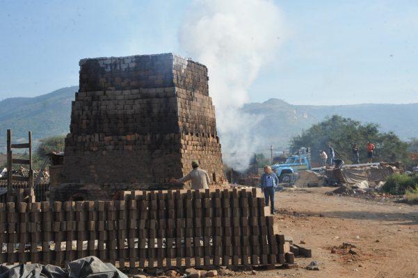 Exigen productores de Ladrilleras del Refugio permiso de uso de suelo para laborar