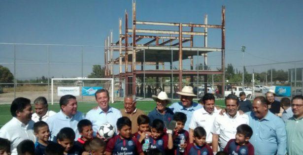 Inauguran cancha en Villagrán; el Gobernador entregó el espacio para la práctica del futbol