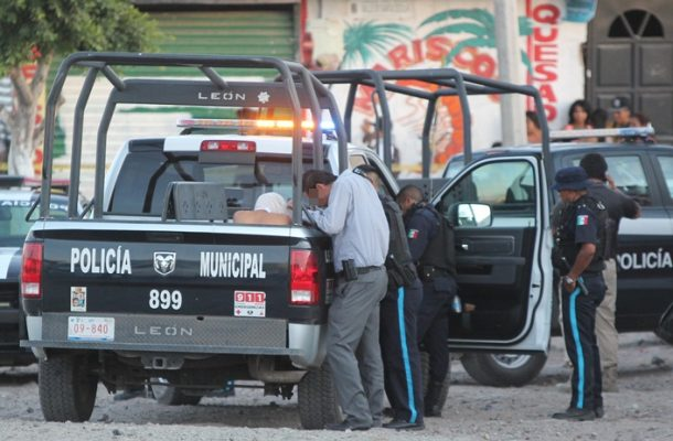 """Son policías los involucrados en """"ordeña"""" de combustible"""