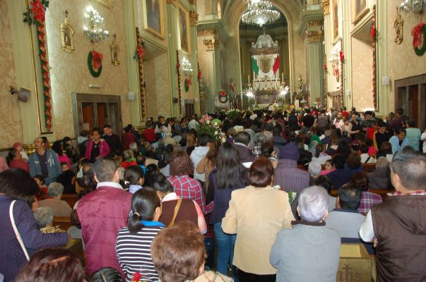 Miles de creyentes visitan a la Guadalupana