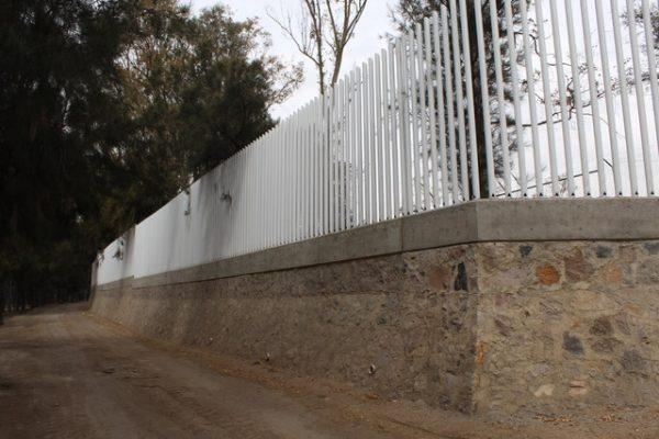 Barda perimetral en el Zooleón; proyecto en secuencia
