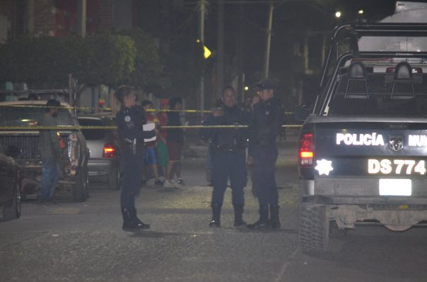 Recibe dos balazos al ser atacado en el barrio de San Miguel