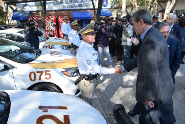 Alcalde hace entrega de patrullas y motocicletas a la Dirección de Tránsito Municipal