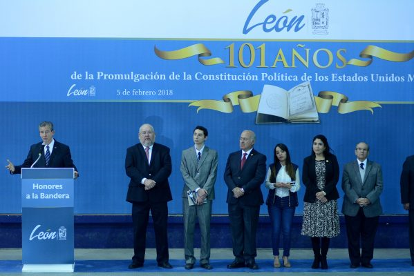 Conmemoran 101 aniversario de la Constitución Mexicana