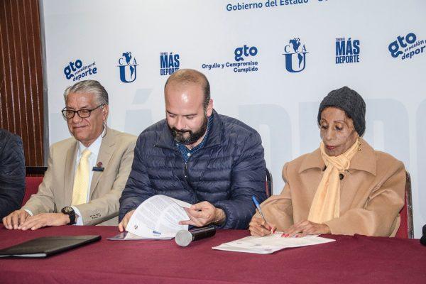 Firman convenio con la UCA; CODE fortalece sus vínculos con universidades