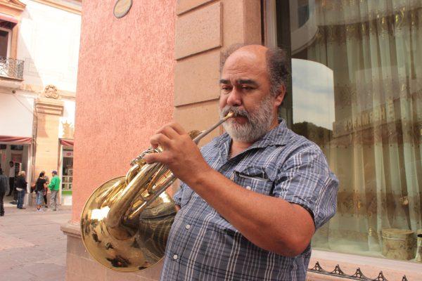 Músicos de conservatorio optan por tocar en la Zona Centro