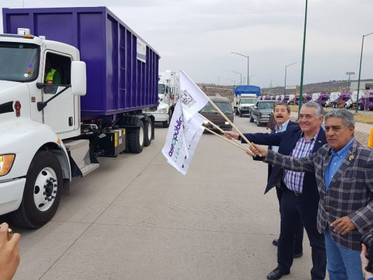 Estrenan camiones para mantener limpia la ciudad