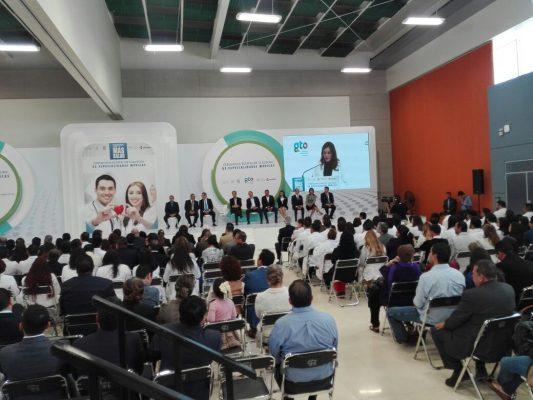 Médicos residentes son reconocidos por el Gobierno del Estado