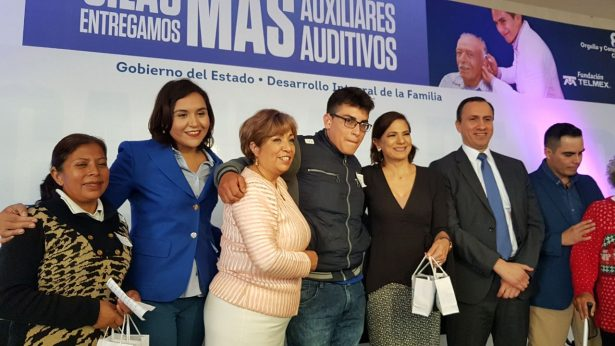 Presidenta del DIF Estatal entrega aparatos auditivos
