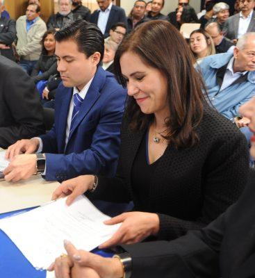 Alejandra Gutiérrez se registra como precandidata a la diputación local
