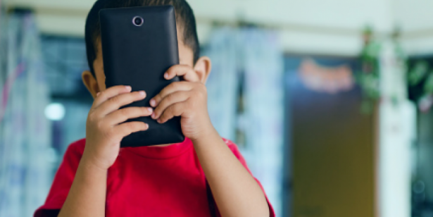 El teléfono celular, cada vez más usado entre los niños