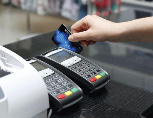 Alertan por fraudes en tarjetas de crédito