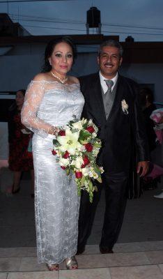 Celebran boda de plata Rosa e Isidro