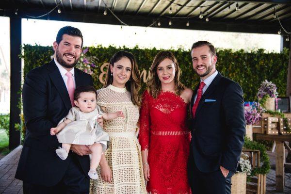 La pequeña Eugenia Vallejo Moreno recibe primer sacramento