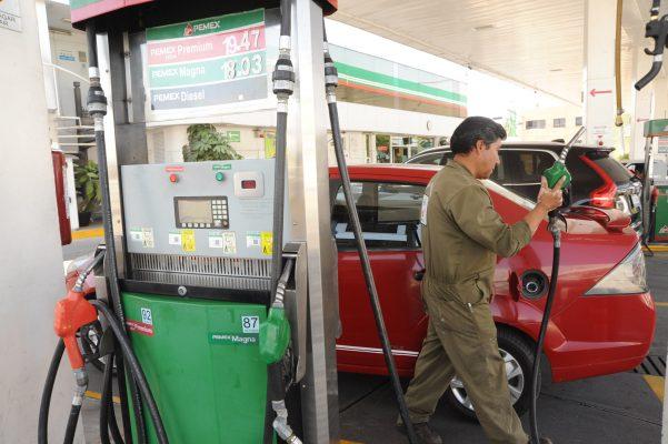 Precio de la gasolina, por debajo de los 20 pesos