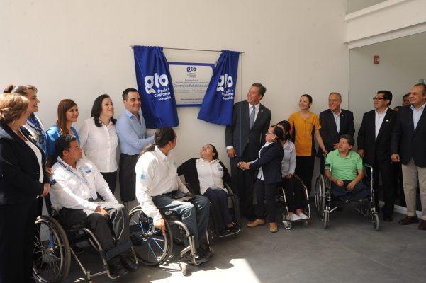 Inaugura Gobernador Centro de Rehabilitación