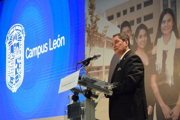 Rector de la UG rinde informe anual en León