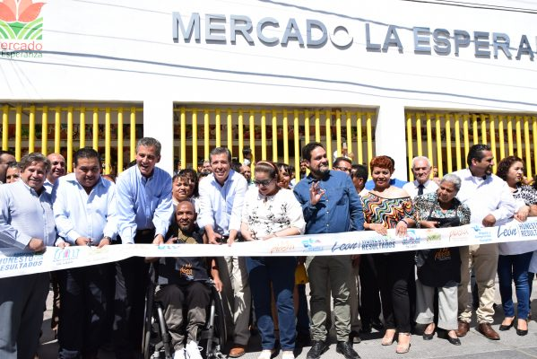 Autoridades entregan mercado La Esperanza