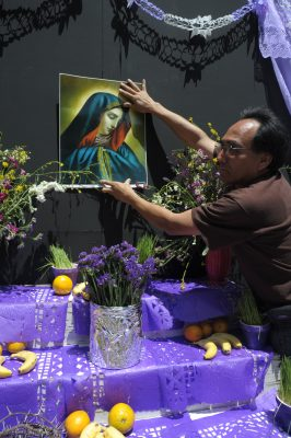 """Ponen su altar y """"llora"""" la virgen"""
