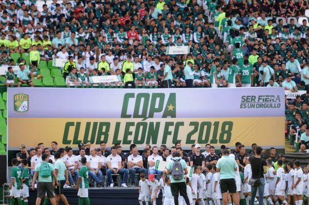 El plantel se tomó la foto con los participantes de la Copa León FC
