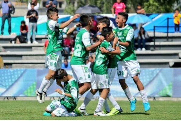 Pese a entrar como último, León sigue con vida en la Liga MX Sub-13