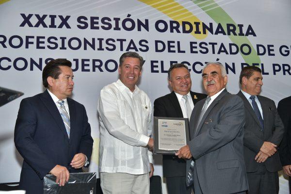 Toma Márquez protesta a directiva de profesionistas