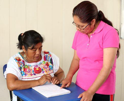 Atacan rezago educativo en comunidades indígenas