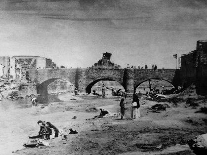 Antiguo puente del Coecillo, dinamitado en 1889 por Don Luis Long para construir el puente Barón.