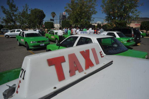 Coparmex demanda reglamentación equitativa para taxis tradicionales y ejecutivos