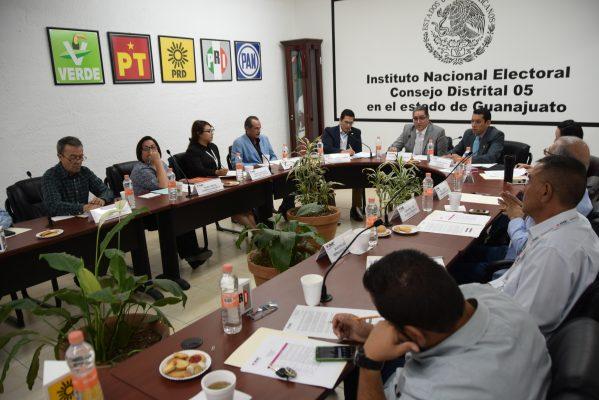 Capacita INE a ciudadanos insaculados para elección
