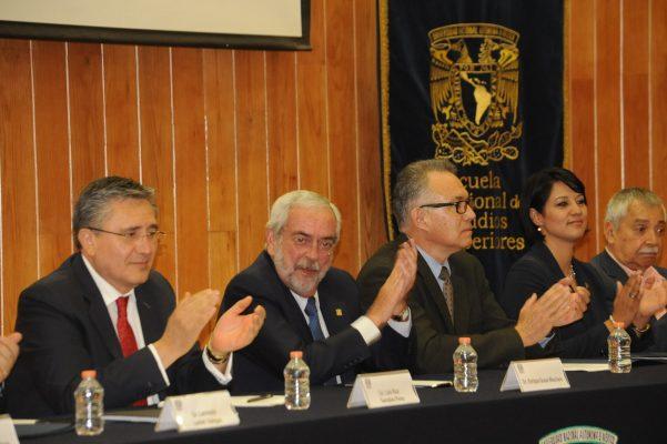 Debaten sobre derechos humanos y justicia