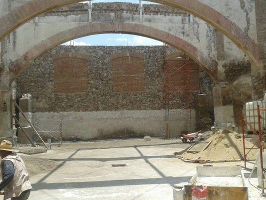 Daña remodelación a la Plaza de Gallos