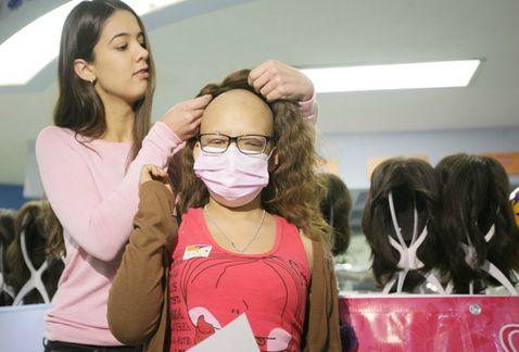 Recolectan cabello para pelucas oncológicas