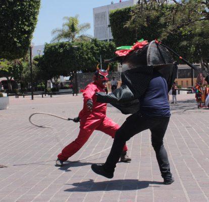"""Rescatan jóvenes danza """"El torito"""""""