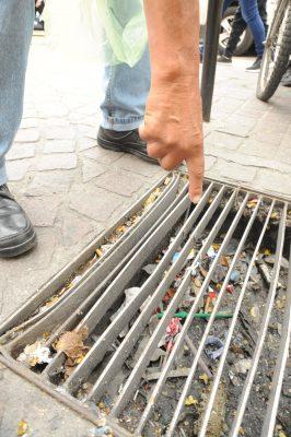 Acumulan coladeras basura que arrastran las precipitaciones