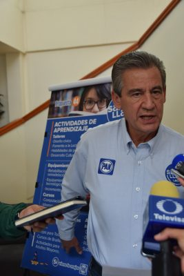 Promete Héctor López Santillana apoyos para combatir rezago educativo