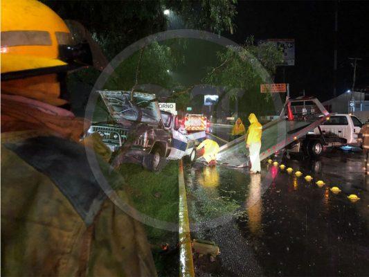Resultan heridos tres menores de edad tras volcadura