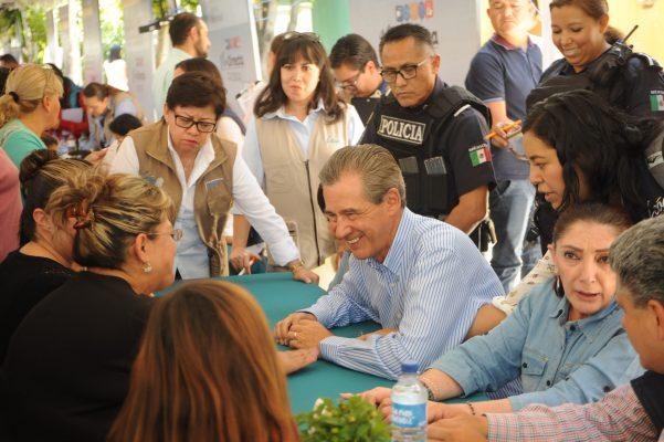 No habrá austeridad en salario para funcionarios: Santillana