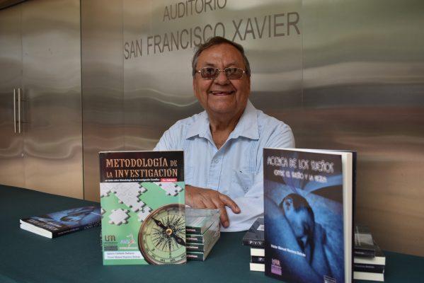 Víctor Manuel, presenta libro de los sueños