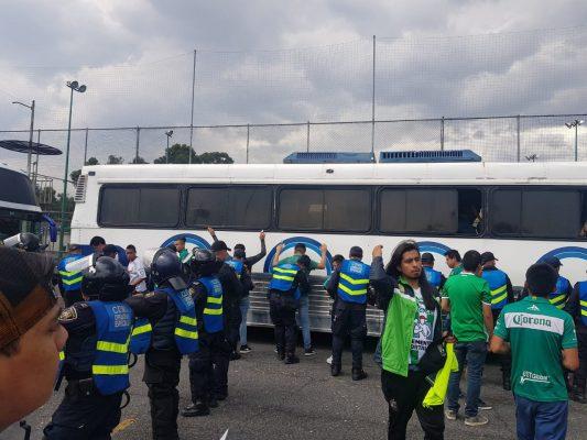 Aficionados de Cruz Azul y León protagonizan riña