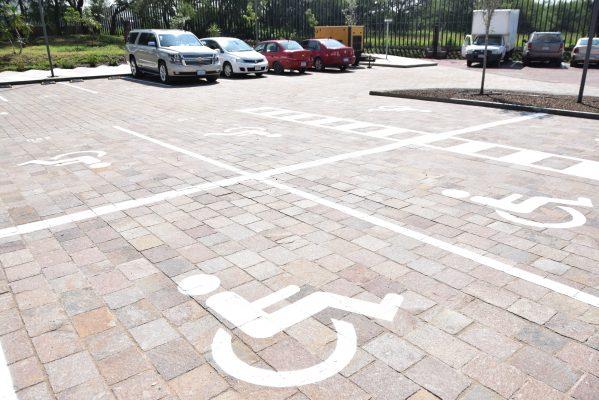 Endurecerán sanciones a personas que violen los espacios para discapacitados
