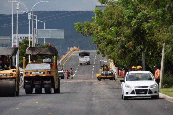 Rompen récord en construcción de puente