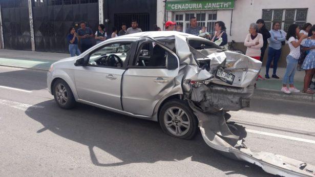 Investigan a mando de Policía que chocó auto donde iba un bebé