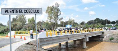 Inauguran puente que conduce a la comunidad del Coecillo