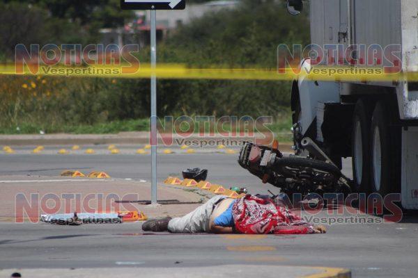 Muere motociclista atropellado