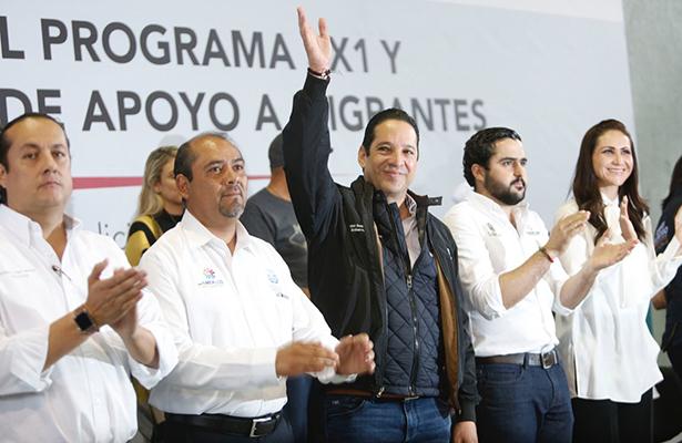 Entrega Pancho Domínguez 8.5 mdp a migrantes