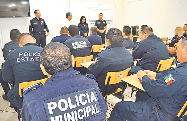 Capacitan a policías de BCS en derechos humanos