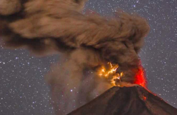 Volcán de Colima registra exhalación de 2.5 kilómetros