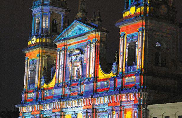 Colombia y Francia celebran  su amistad con fiesta multicolor